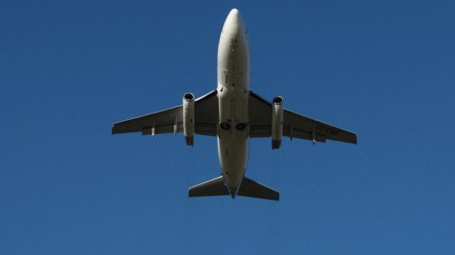 Muž vyhrožoval bombou, letadlo do Londýna doprovodily stíhačky