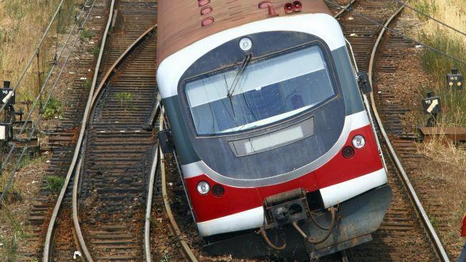 V Káhiře vykolejil osobní vlak. 15 lidí utrpělo zranění