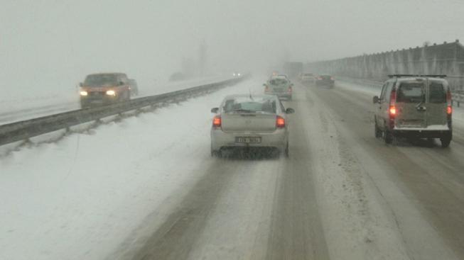Dopravu v Česku komplikuje velké množství napadlého sněhu