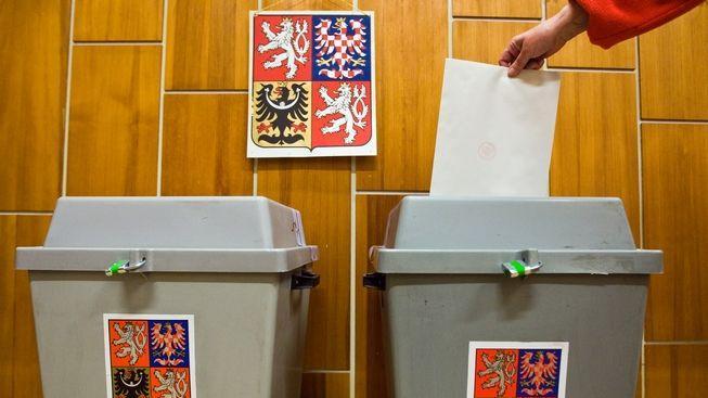 O volbách ovládne Česko UPÍR a vojáci v ulicích místo policistů