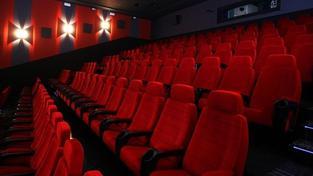 Asociace kin obviňuje distribučního giganta z ruinování původních kinosálů