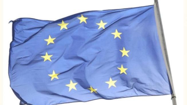 Europarlament chce novou eurodaň, dává státům nůž na krk