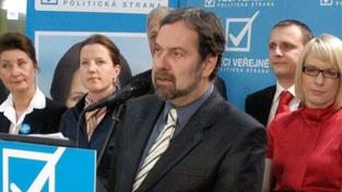 Koaliční strany mají potíže s vlastní identitou, míní Pehe