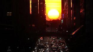 """""""Manhattanhenge"""", fascinující přírodní fenomén prozářil New York"""