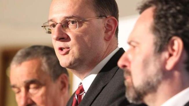 Vláda zvažuje legislativní nouzi kvůli zákonům o úsporách