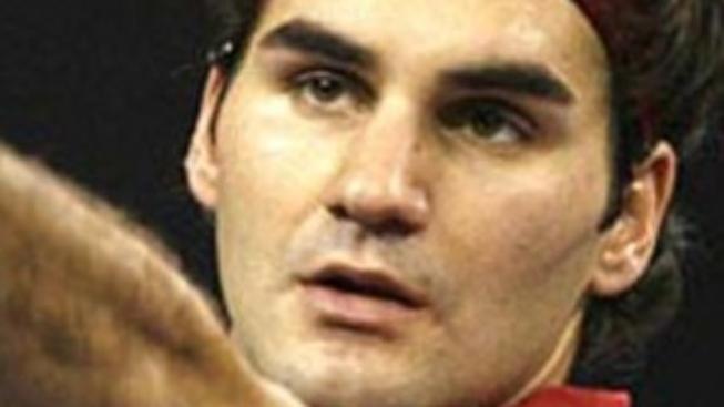 Federer získal ve Stockholmu 64. titul a dotáhl se na Samprase