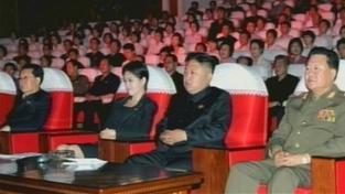 Sestra, milenka, manželka? Kdo je záhadná žena vedle severokorejského vůdce?