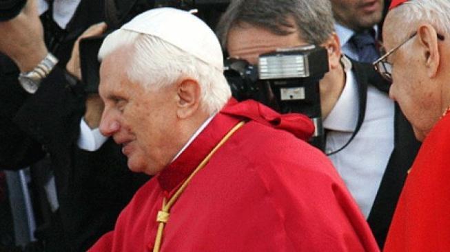 V Británii zatkli pět lidí, kteří prý chtěli zaútočit na papeže