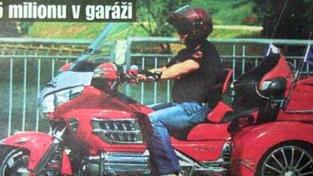 Byla ojetá, hájil šéf ČT Janeček nákup luxusní motorky