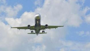 Brit procestoval USA dvěma letadly s petardami v kapse