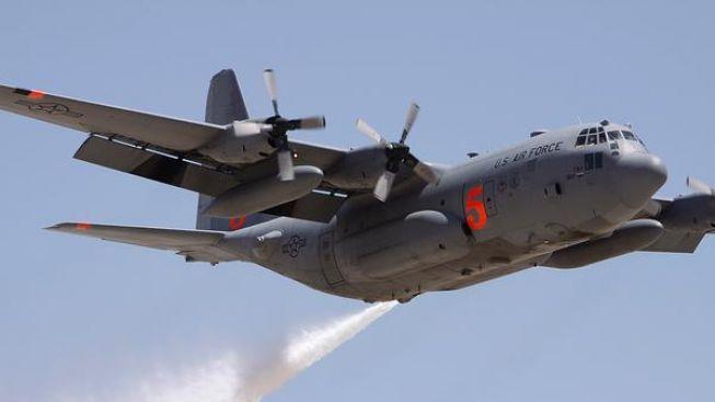Neštěstí v Coloradu: Letadlo bojující s lesním požárem se zřítilo