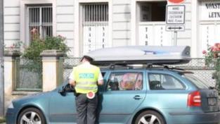 Řidičák od 17 let? Už jsem tahal z auta mrtvé děti, děsí se policista