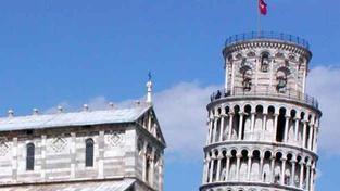 Věž v Pise již není nejšikmější na světě, primát přešel na Abú Zabí