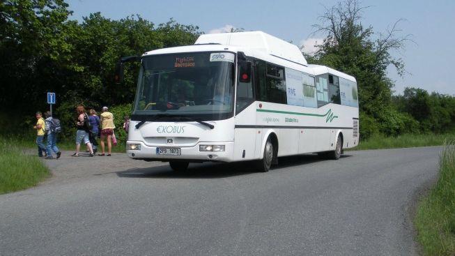 Zelené autobusy na Šumavě přepravily už 1,7 milionu turistů