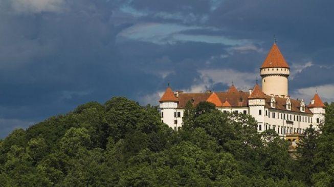 Zámek Konopiště – projděte se soukromými pokoji i růžovou zahradou