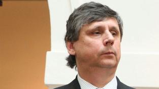 OECD chce Fischera, spekuluje se ale i o Topolánkovi