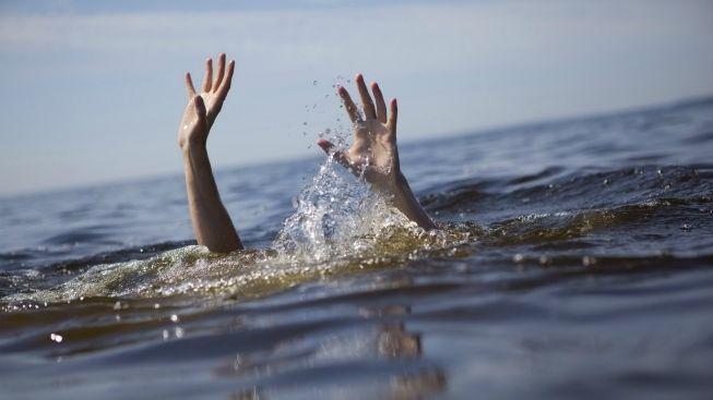 Podnapilý Čech se topil v řece. Za život vděčí rakouským kajakářům