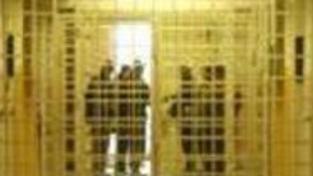 Při razii v pobočce české makléřské firmy v Budapešti zatkla policie pět lidí
