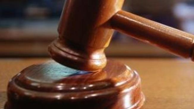 Soudci chtějí vysoudit zpět své platy