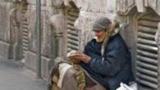 Bezdomovkyně umrzla v Brně na trolejbusové zastávce