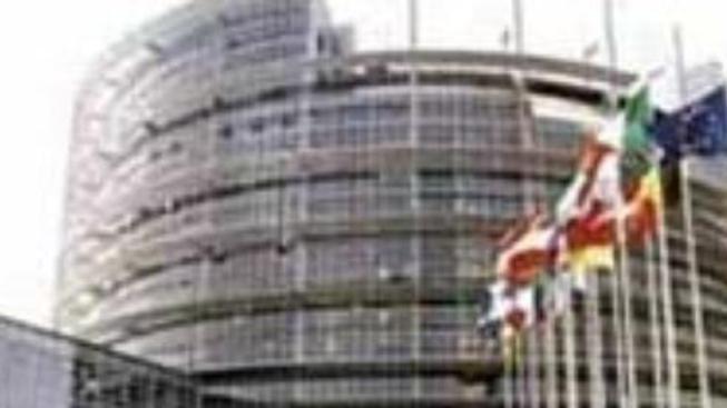 Europoslanci schválili novou Barrosovu komisi