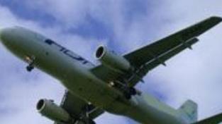 Letadlo muselo nouzově přistát kvůli hrozbě bombovým útokem