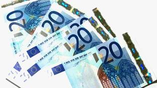 ČSSD chce euro do roku 2015, musí snížit schodky