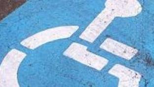 Příspěvek na provoz auta lidem se zdravotním omezením od příštího roku klesne