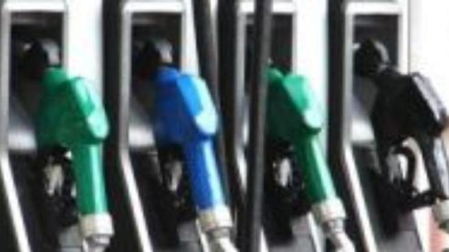 Nafta i benzín po Novém roce dvakrát zdraží