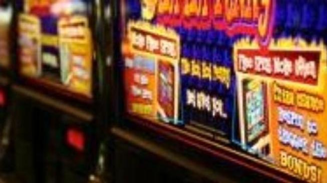 Lidé věří více gamblingu než investování. Kde zbohatnete?
