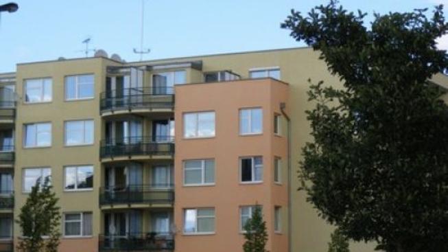Nové byty se staví stále méně