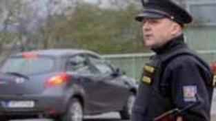 Členové eskorty, jimž utekl vězeň, jsou mimo službu