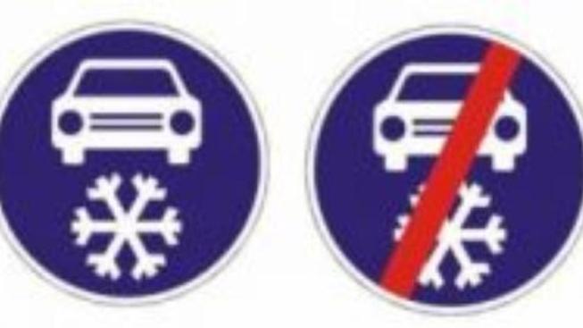 Od zítřka na některé silnice jen se zimní výbavou. Co to znamená?