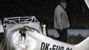 Na Mostecku se zřítilo letadlo, pilot zemřel
