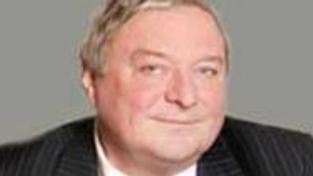 Bývalý komunistický aparátčík Šlouf opouští ČSSD