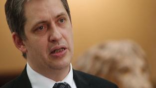 Dienstbier: Klaus podpořil českou korupci svými výroky o špinavých penězích