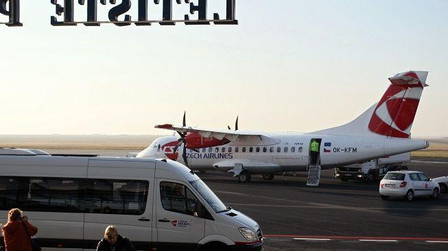 Na Ruzyni v noci shořelo letadlo ČSA. Škoda je 200 milionů