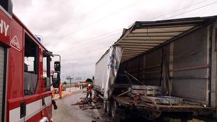 Nehoda kamionu na dálnici D1 zablokovala provoz v obou směrech