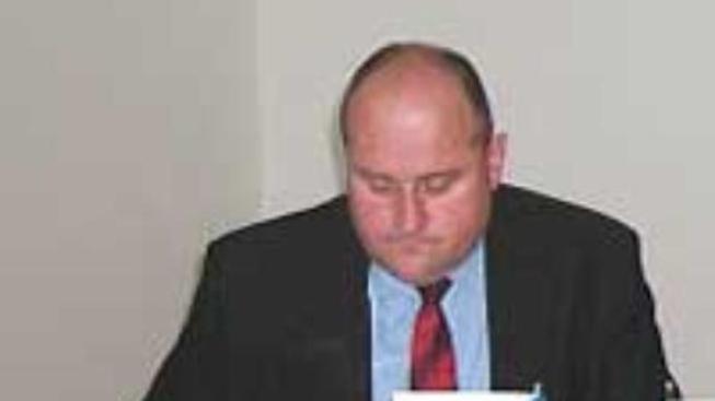 Poslanci podali kárnou žalobu na šéfa NKÚ