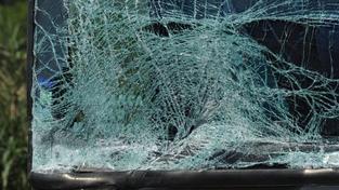 Při smrtelné srážce na Kladensku dva lidi zemřeli a dva jsou zranění