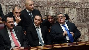 Řecký neonacista napadl v přímém přenosu dvě levicové političky