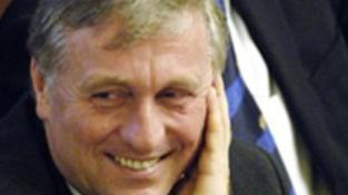 """Topolánek chce jako kdysi Klaus """"bránit návratu před listopad 89"""""""