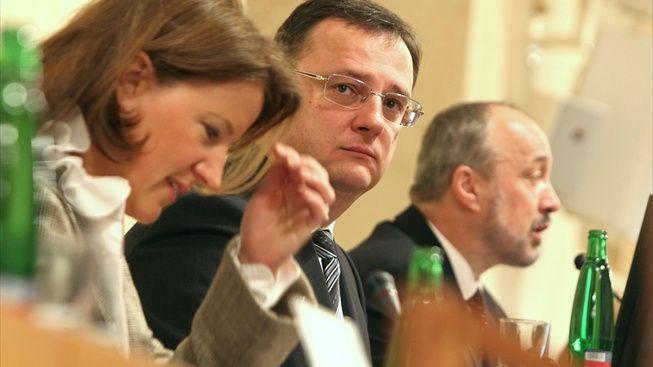 Poslanci se na schůzi o restitucích hádají o Paroubkových hodinkách