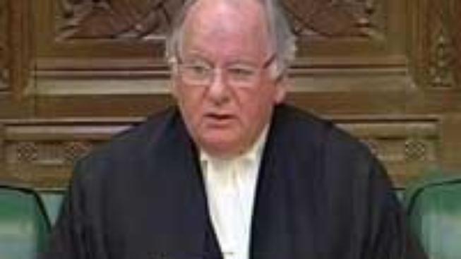 Británie: Šéf sněmovny odstoupil kvůli skandálu