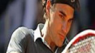 Federer konečně porazil na antuce Nadala
