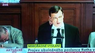 Zákulisí Rathova projevu: Schwarzenberg usnul, Peake si kontrolovala účes