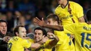 Do finále jde Barcelona, Chelsea spílá sudímu
