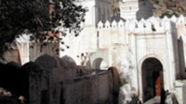 Atentátník zabíjel v pákistánské mešitě
