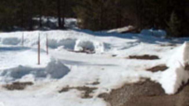 Důchodce zabil sníh ze střechy