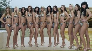 Česká Miss 2009 na deseticentimetrových podpatcích!